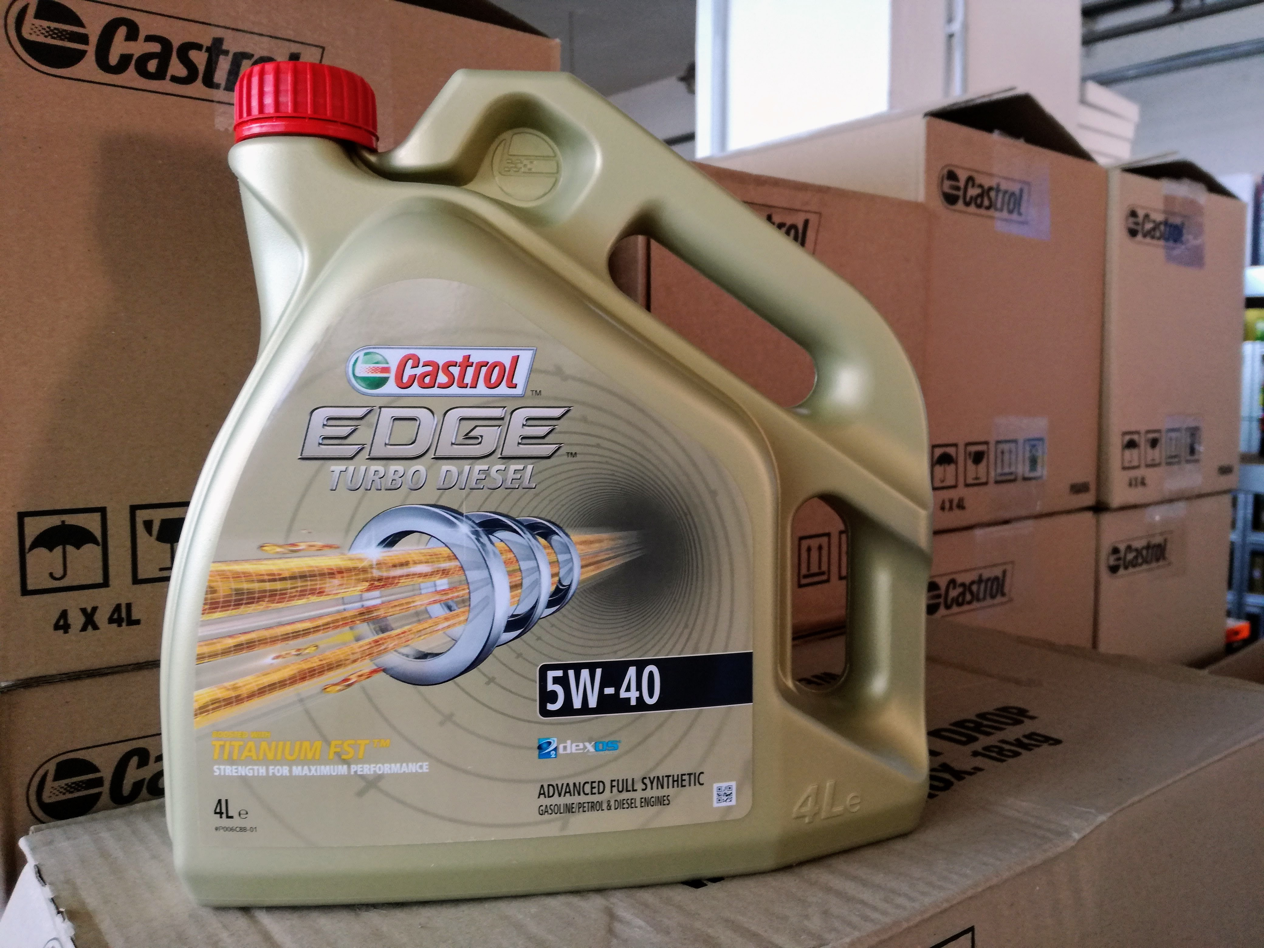 Castrol Edge Turbo Diesel 5W40 4L motorolaj - elülső címkén már nem található biztonsági vízjel.